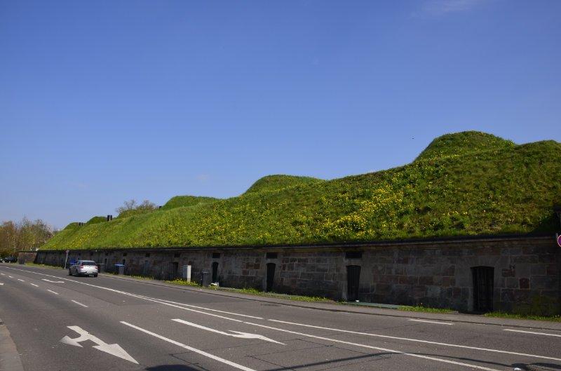 Die Kasematten entlang der alten Stadtmauer