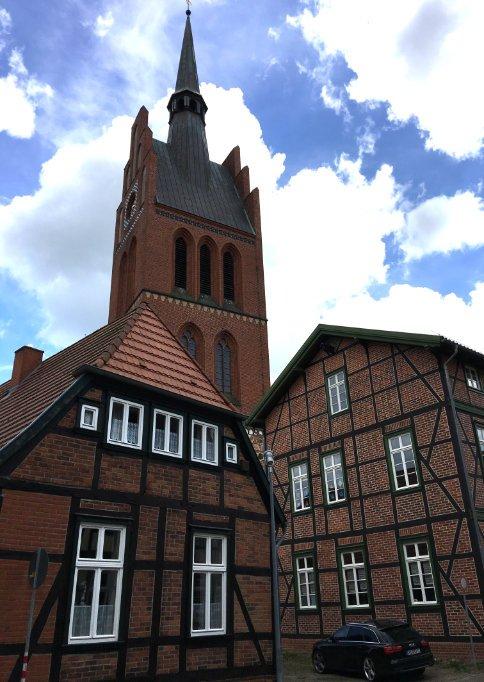 Kirche und Fachwerk in Grabow