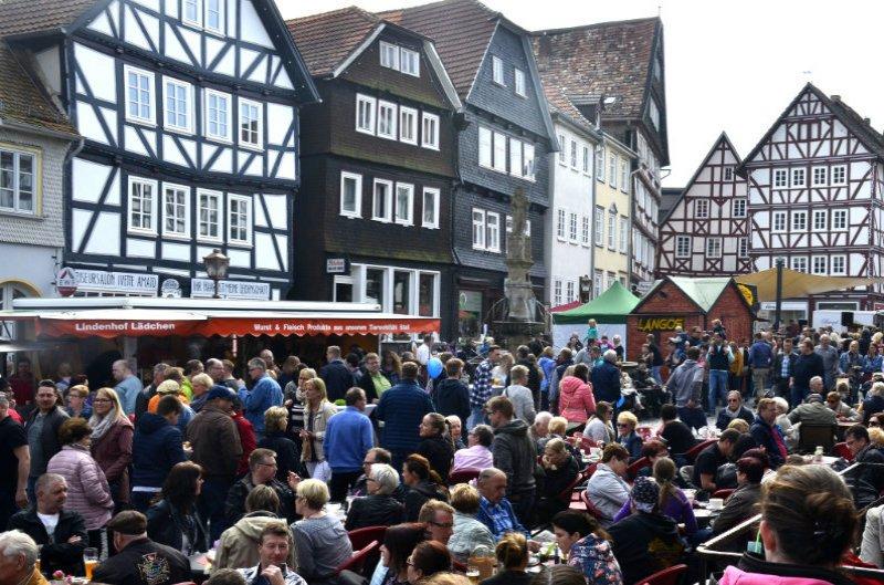 Menschenmassen beim Frühjahrsfest