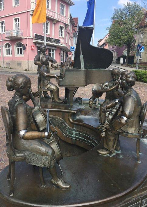 """Musiker"" vor dem Rathaus"