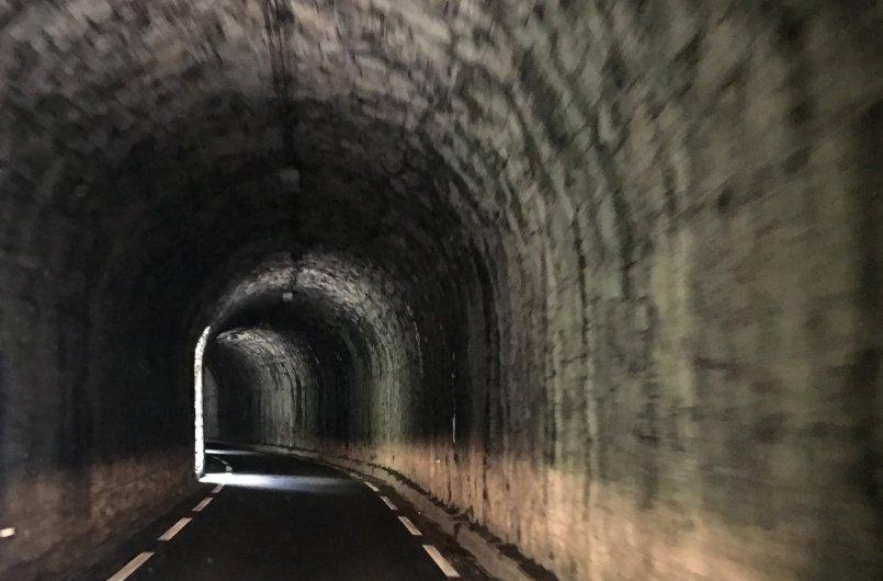 Tunnelfahrt in der Region Hautes Alpes