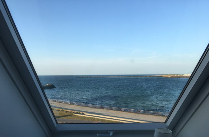 Blick vom Hotelfenster auf die Düne