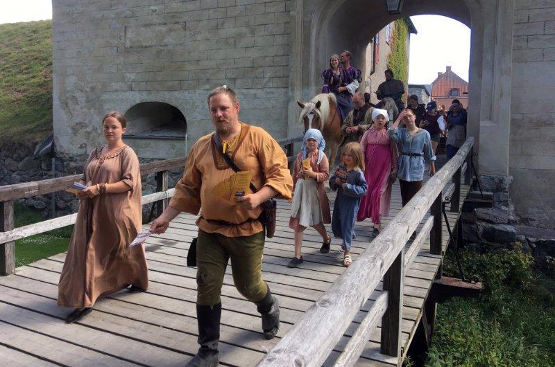 Auftakt für ein mittelalterliches Theater