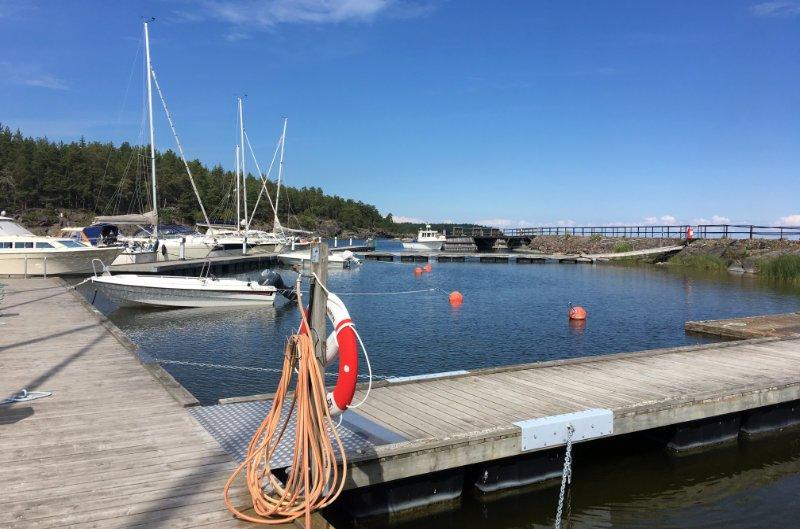 Bootshafen neben Schloss Läckö