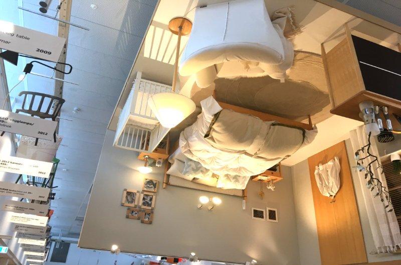 Hier hängt ein Schlafzimmer an der Decke