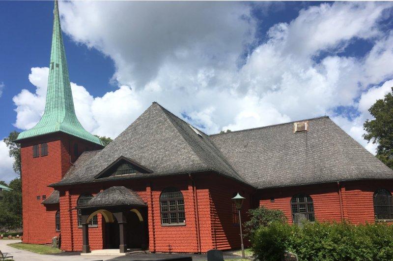 Die schöne Holzkirche in Karlskoga