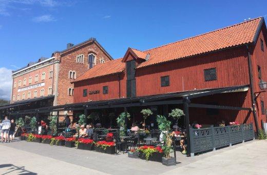 "Restaurant ""Kajplats 2"" am Hafen"