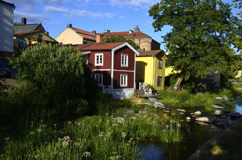 Schwedische Holzarchitektur in der Innenstadt von Norrtälje