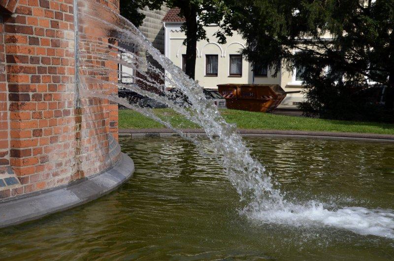 Der Wasserturm speiht Wasser