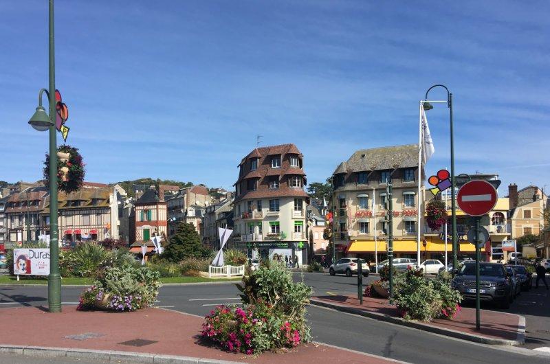 Kreisverkehr am Schnittpunkt zweischen Trouville und Deauville