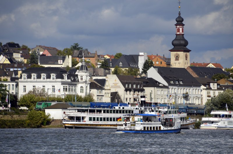 Rüsselsheim Stadtsilhouette (von der Fähre aus gesehen)