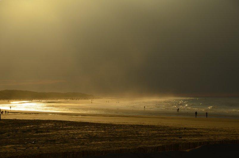 Abendlicht und Wolken am Strand von Calais