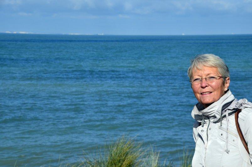 Am Strand von Wissant mit Dover Klippen am Horizont