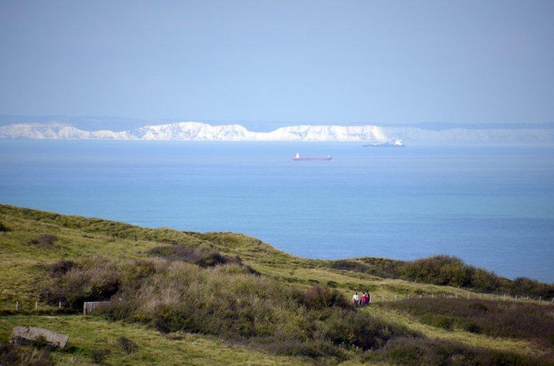 Blick von Cap Blanc Nez auf die 35 km entfernten Klippen von Dover