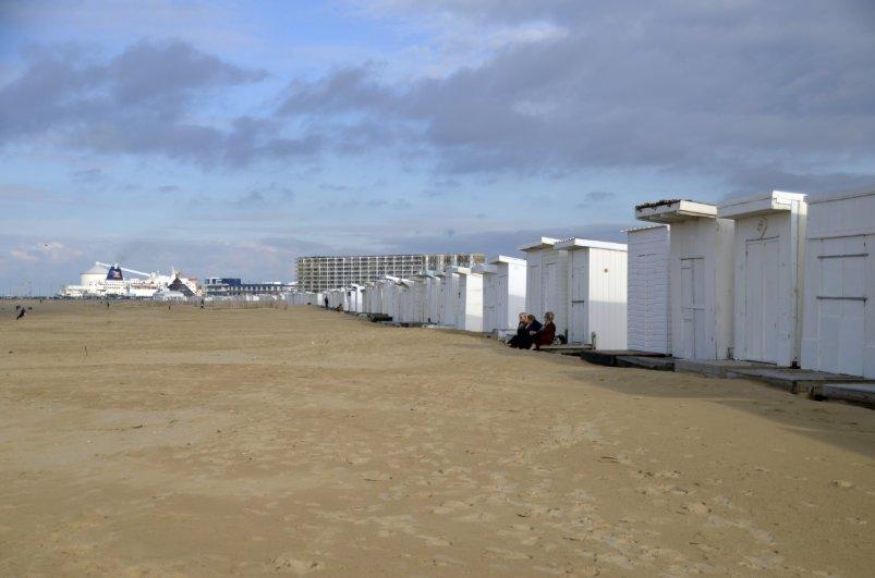 Diese hässlichen Hütten stehen am Strand von Calais
