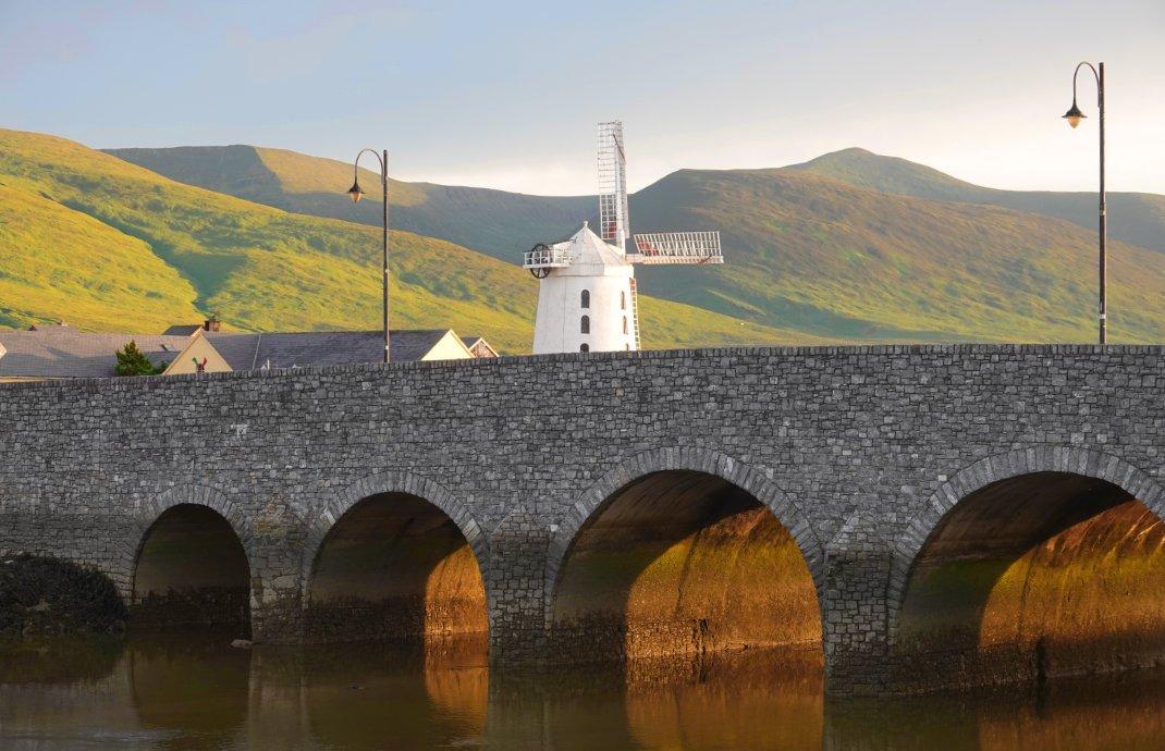 Aufnahme vom Vorabend: Brücke und Mühle