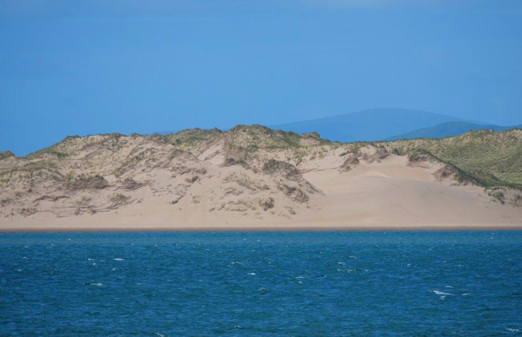 Dünen auf der gegenüberliegenden Halbinsel Inch