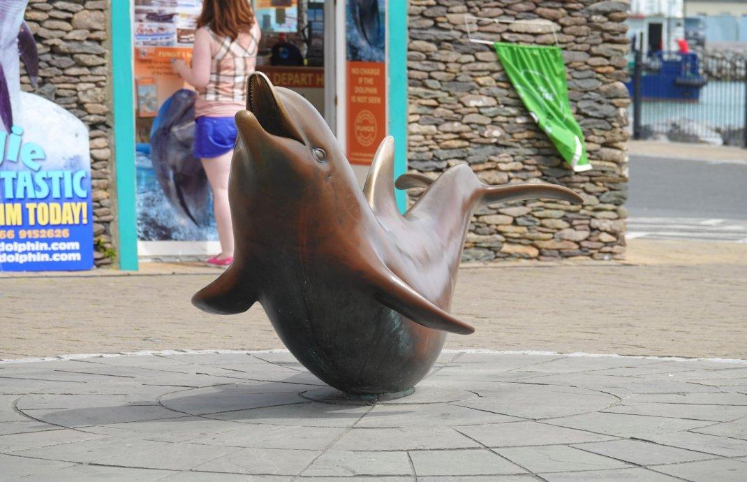 """""""Fungie"""", der bronzene Delfin"""