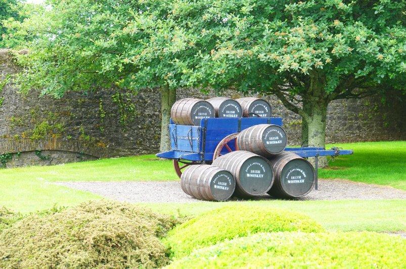 Historische Whiskyfässer