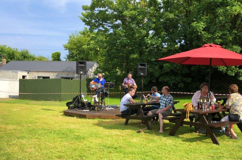 Irische Volksmusik im Biergarten