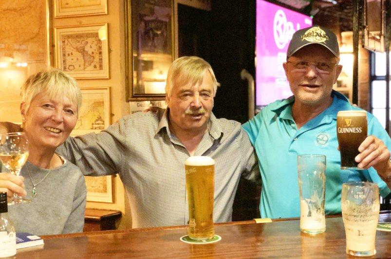 """Mit unserem neuen Freund Pat im """"James Kehoe"""" Pub"""