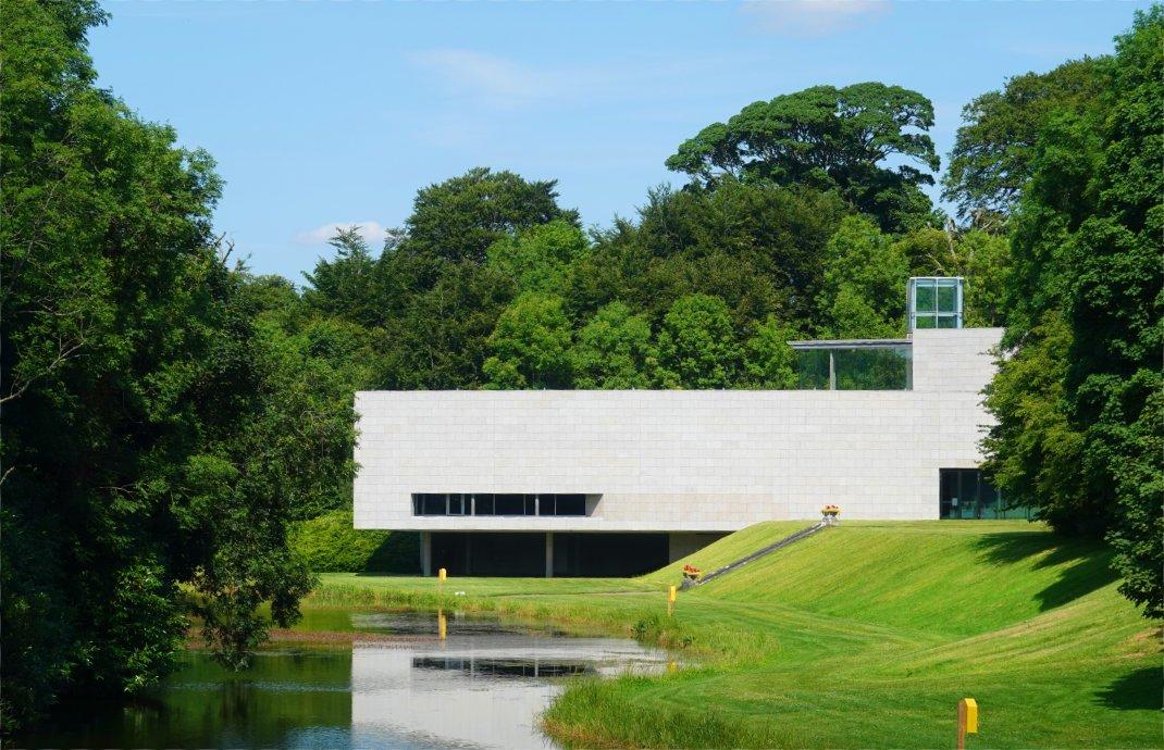Das moderne Gebäude des Museums