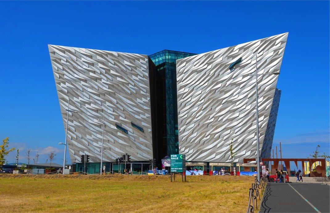 Das spektakuläre Titanic Museumsgebäude bei Tageslicht