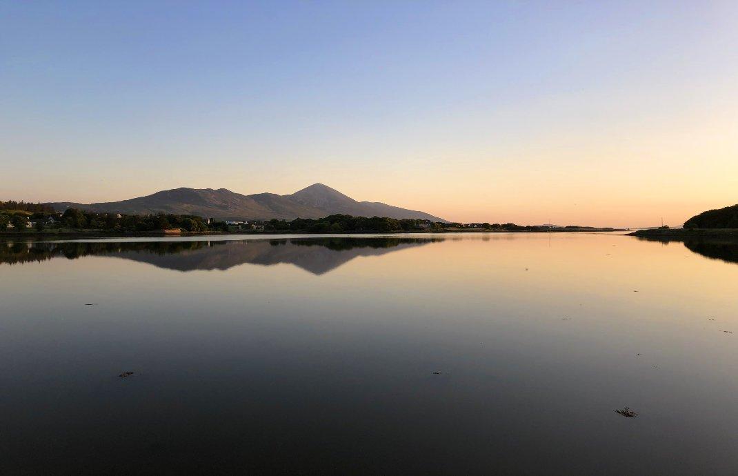 Der Blick auf den heiligen Berg St. Patrick am späten Abend