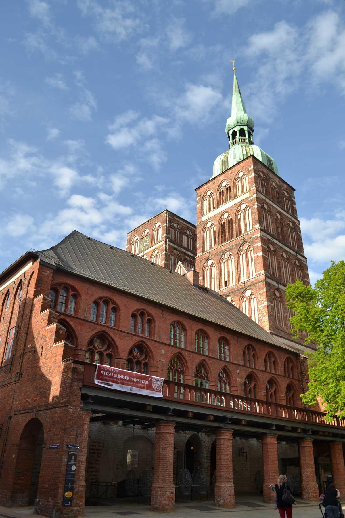 Rathaus Stralsund & Nikolaikirche dahinter
