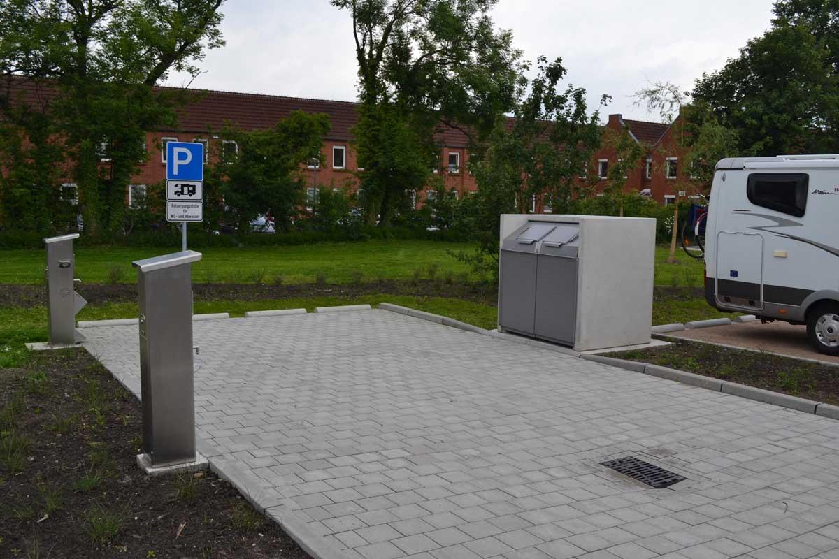Aurich, moderne Ver--und-Entsorgungsstation