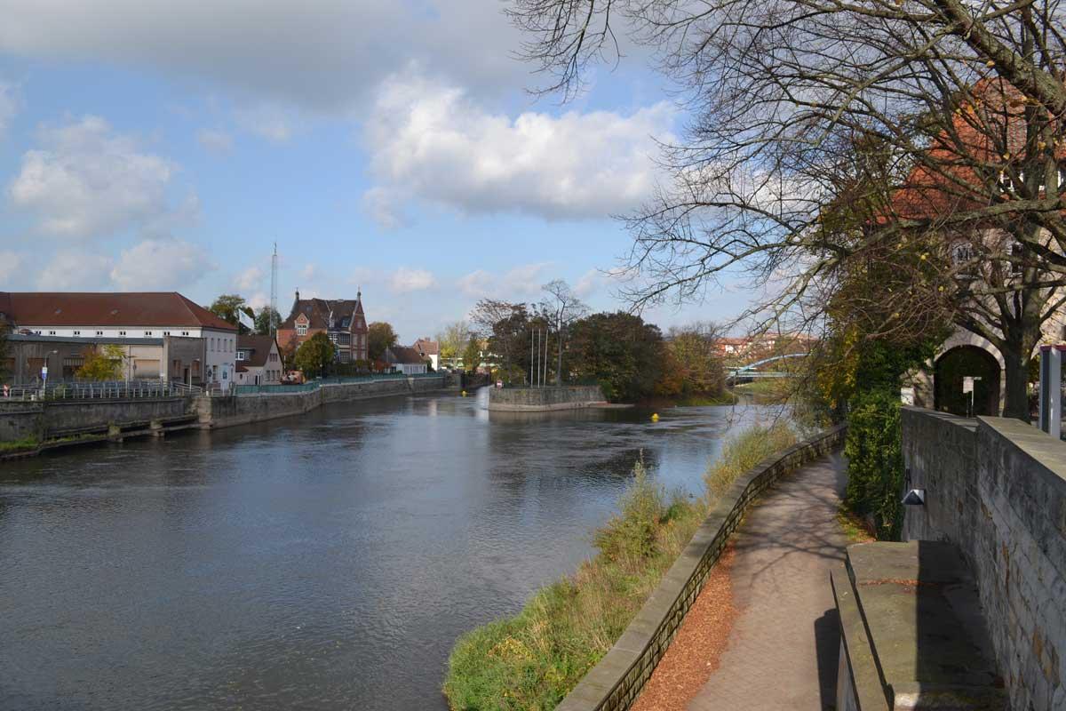 Fußweg entlang der Weser