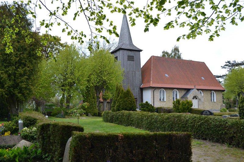 Arnis Friedhof und Kirche
