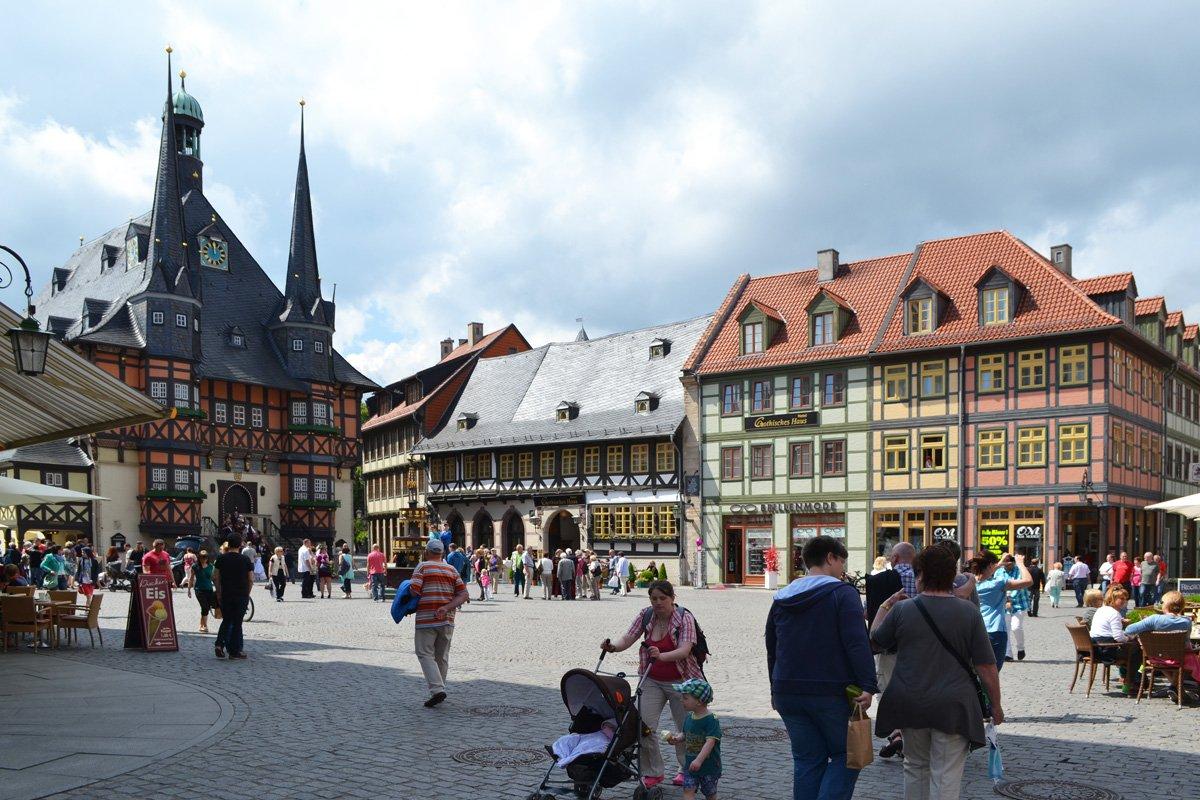 Marktplatz (links das Rathaus)