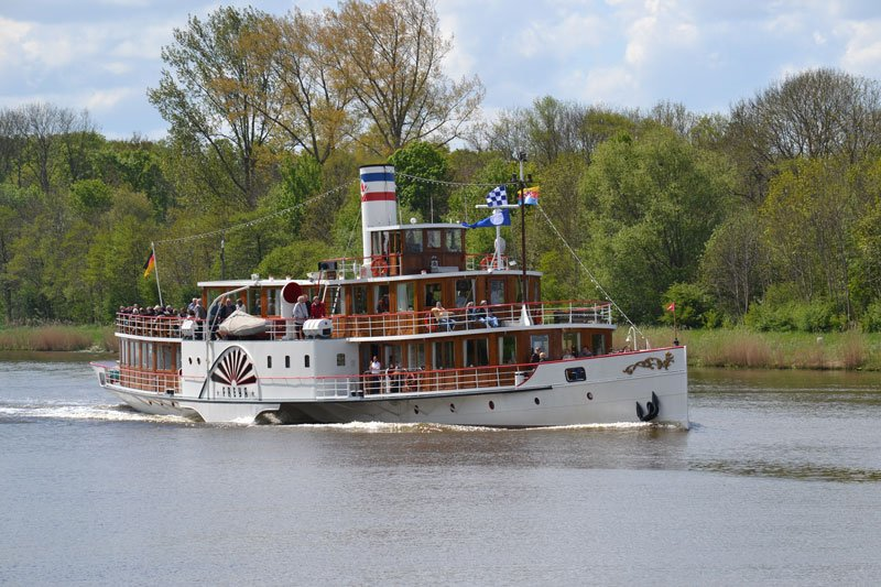 Schiffsverkehr auf dem Kanal