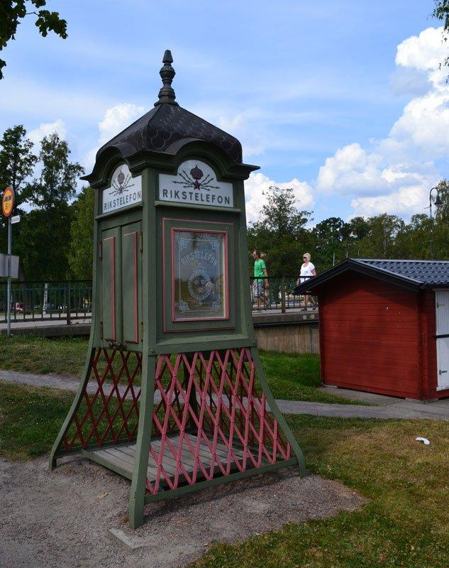Antike schwedische Telefonzelle (genannt: Pagode)