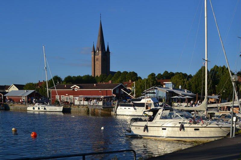Hafen mit Domkirche