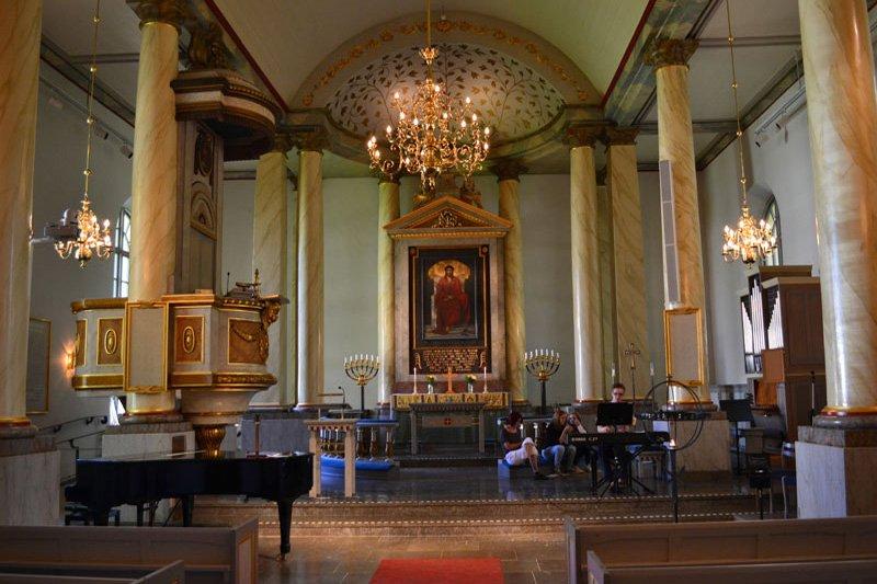 Stilvoller Innenraum der Kirche