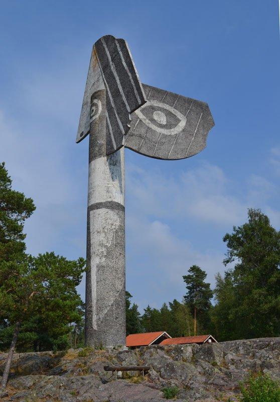 Die Picasso-Statue (wie ein Totempfahl) außerhalb von Kristinehamn