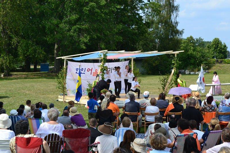 Tanzdarbietung der Südkoreanerinnen