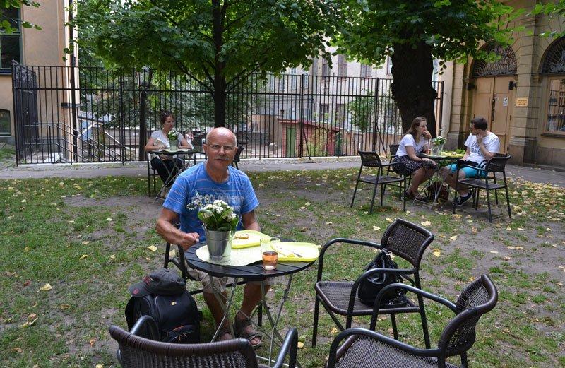 Waffelessen im Cafe Unter-den-Linden im Kirchhof