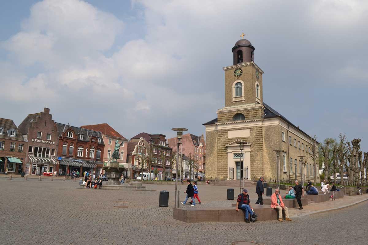 Die Kirche und der Marktplatz
