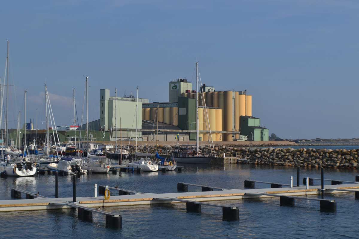 Die riesigen Silos im Hafen von Ystad (häufig in Wallander-Filmen zu sehen)