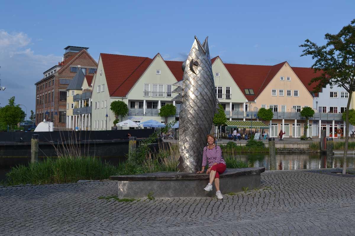 Fisch-Skulptur am Hafen