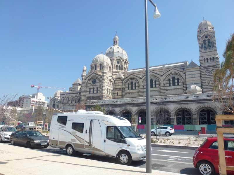 Parkplatz vor der Kathedrale Le Major