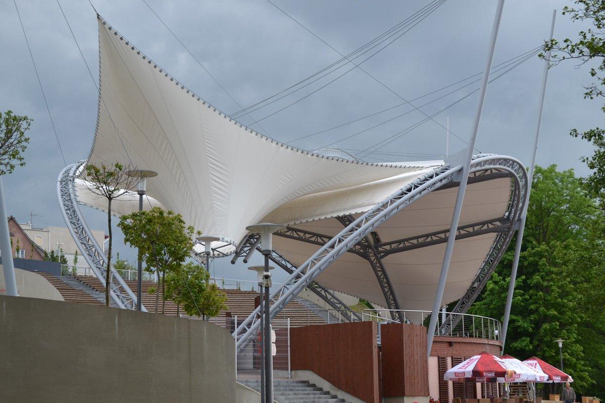 Moderne Freilichtbühne (Amfitheater) in Mragowo