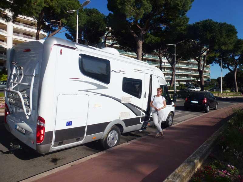 Ein Parkplatz direkt an der Küstenstraße