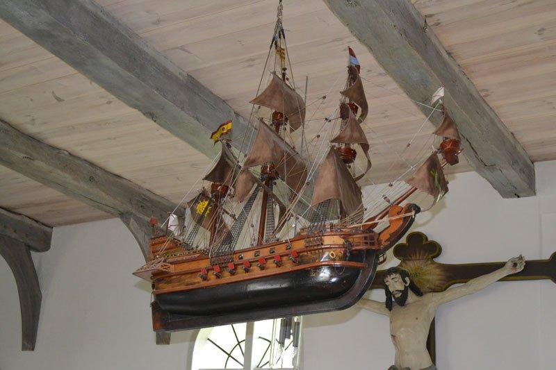 Segelschiffmodell in der Arnis Kirche