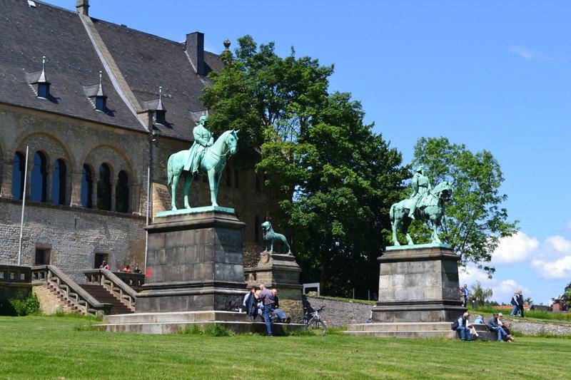 Statuen von Wilhelm I und Friedrich Barbarossa
