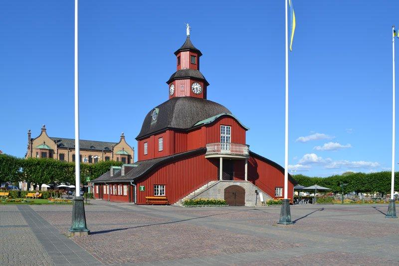 Das alte Rathaus in Lidköping (heute Touristinformation und ein Restaurant)