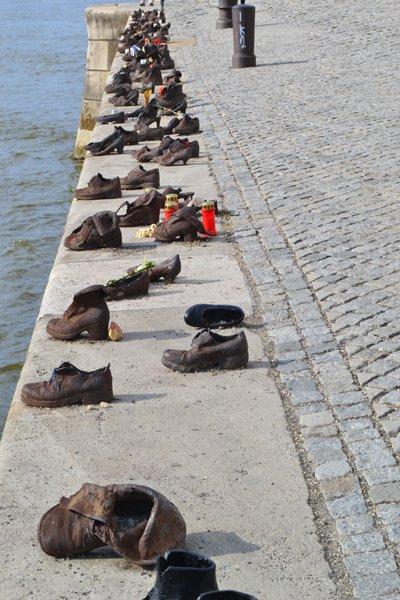 Das Schuhmahnmal - Holocaust